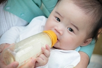 Sugars in infant formulas pose risk to babies with inherited metabolic disorder thumbnail Photo